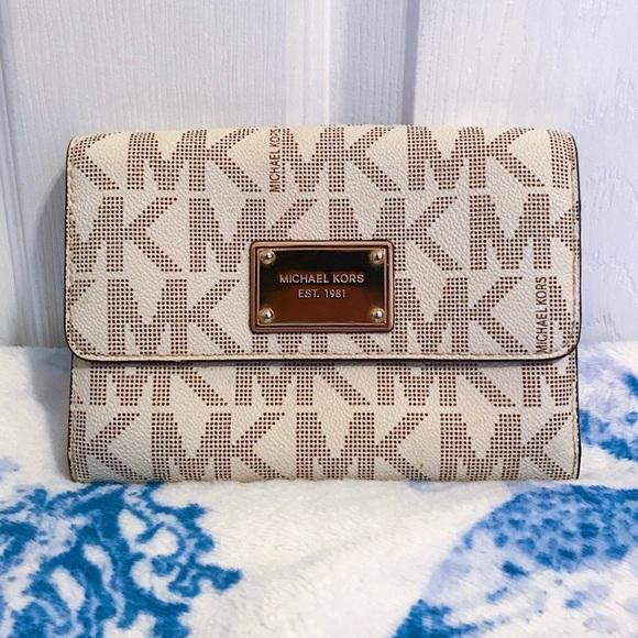 🛩 Michael Kors Jet Set Travel Clutch Wallet